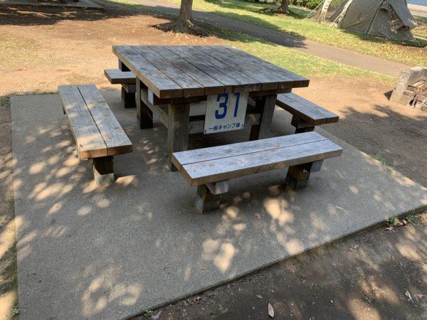 城南島海浜公園キャンプ場のテーブル