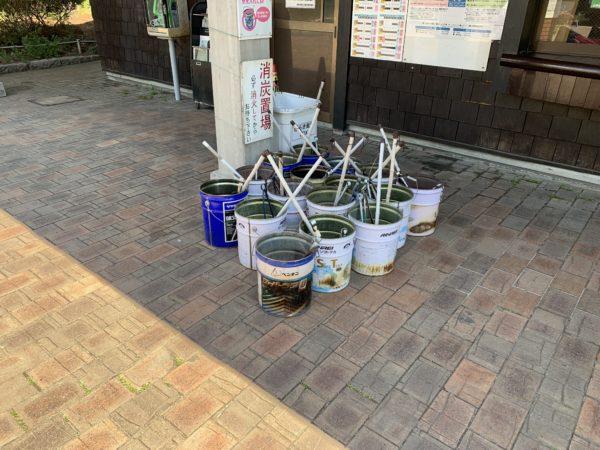 城南島海浜公園キャンプ場の灰捨て用バケツ