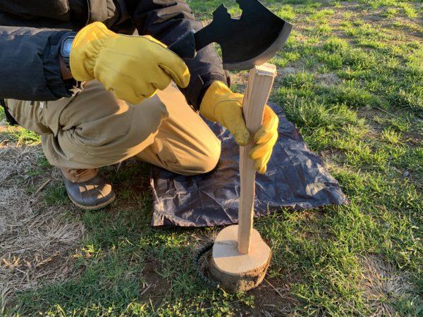 燕三条乃斧を使った細い薪の薪割り①