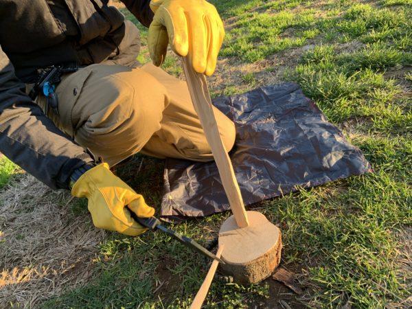 燕三条乃斧を使った細い薪の薪割り④