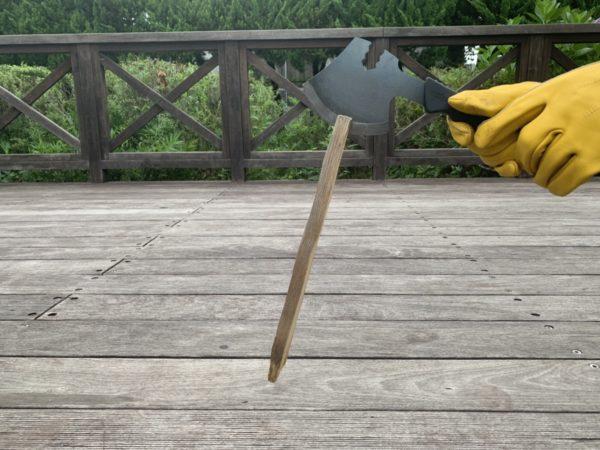 燕三条乃斧を使った細い薪の薪割り②