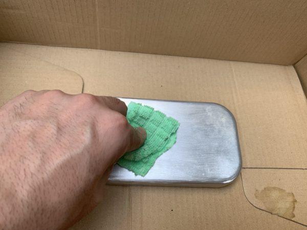 メスティンの蓋にラッカーうすめ液に塗る_2