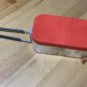 赤色に耐熱塗装したメスティン