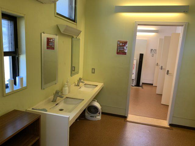 成田ゆめ牧場ファミリーオートキャンプ場のシャワー室