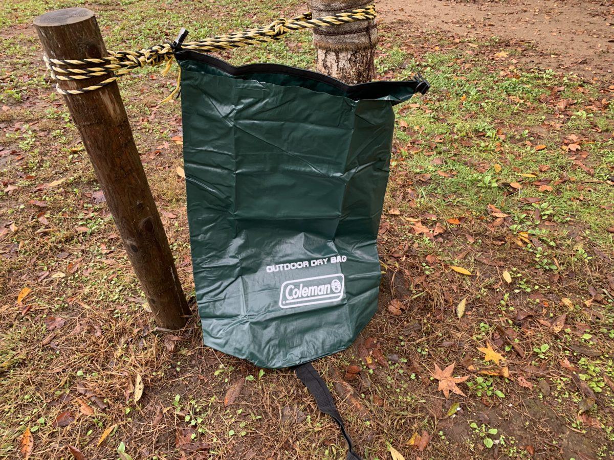雨キャンプのテント撤収で用意したコールマン「アウトドアドライバッグ/L」