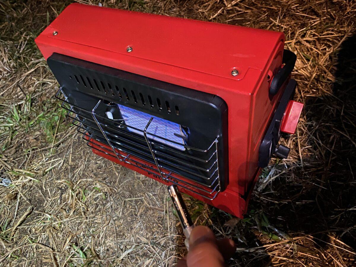 ライターで点火したカリフォルニアパティオ「アウトドアカセットガスヒーター」