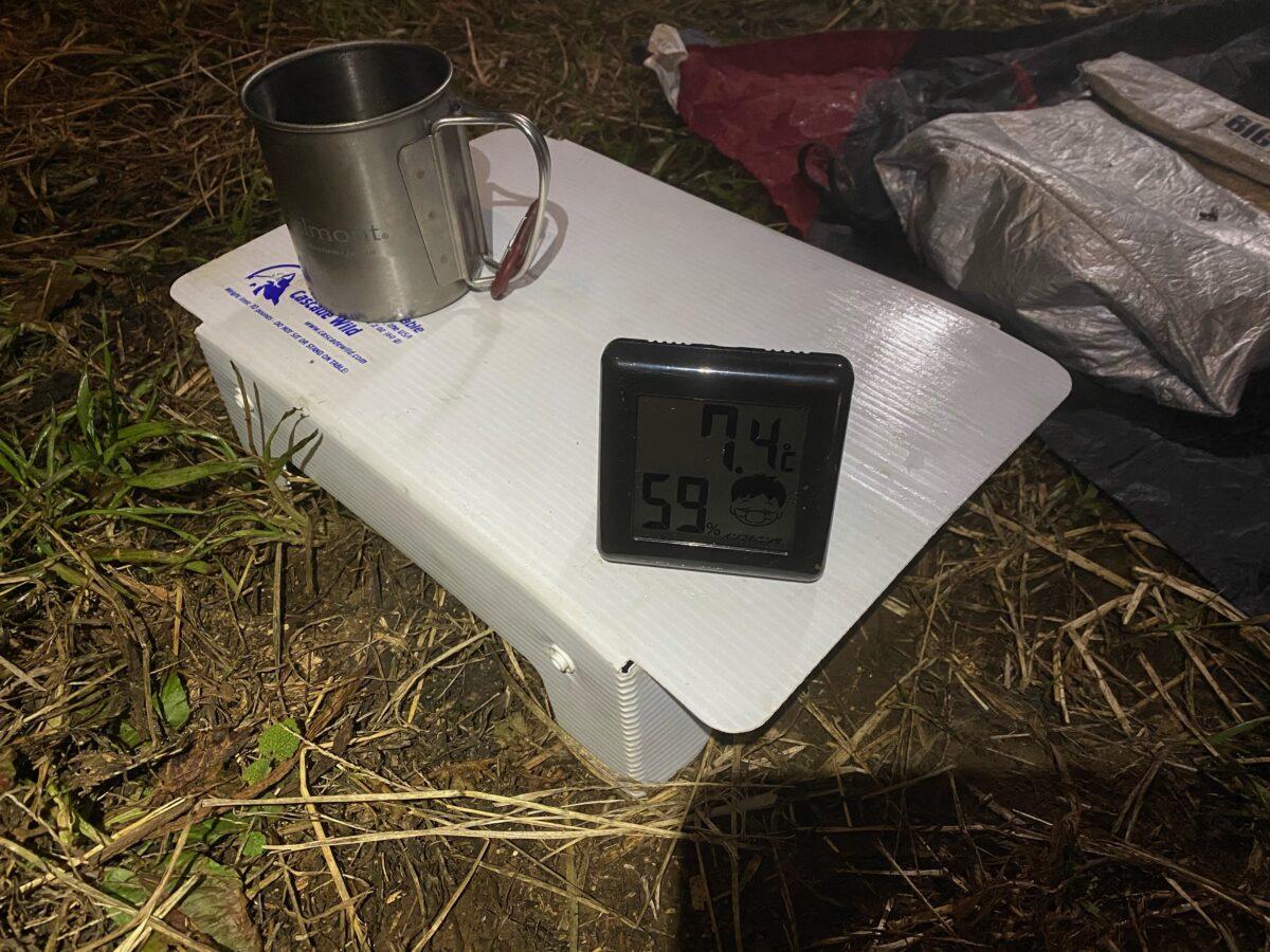 冬キャンプでカリフォルニアパティオ「アウトドアカセットガスヒーター」から少し離れた距離の気温