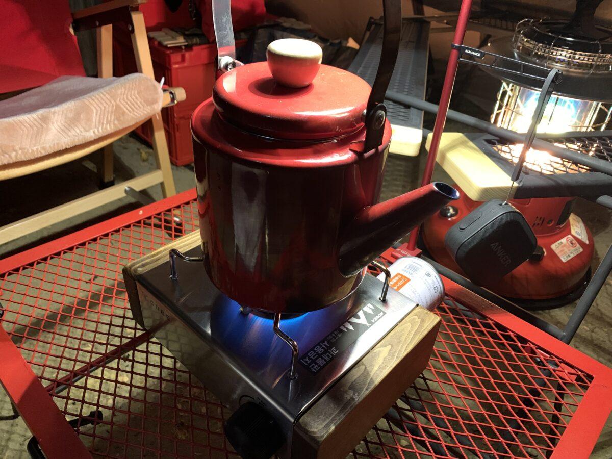 コベアキューブに鍋を載せたやかん